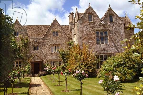 Kelmscott Manor - East View, built in 1570 (photo)
