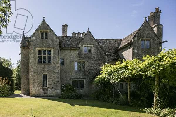 North view of Kelmscott Manor, Oxfordshire, built in 1570 (photo)
