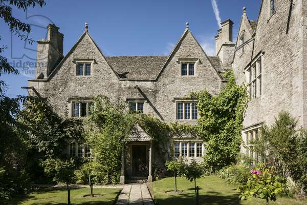 East view of Kelmscott Manor, Oxfordshire, built in 1570 (photo)