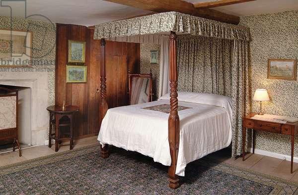 Jane Morris' bedroom at Kelmscott Manor, Oxfordshire (photo)