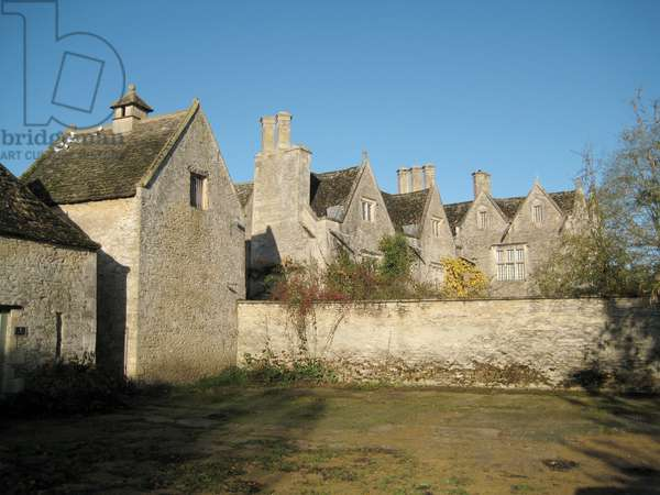 Courtyard and dovecote, at Kelmscott Manor, Oxfordshire, built in 1570 (photo)