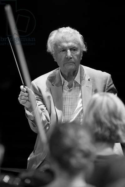 Colin Davis conducting the Gustav Mahler Youth Orchestra