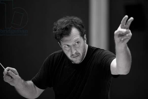 Thomas Adès conducting, Paris, June 2012