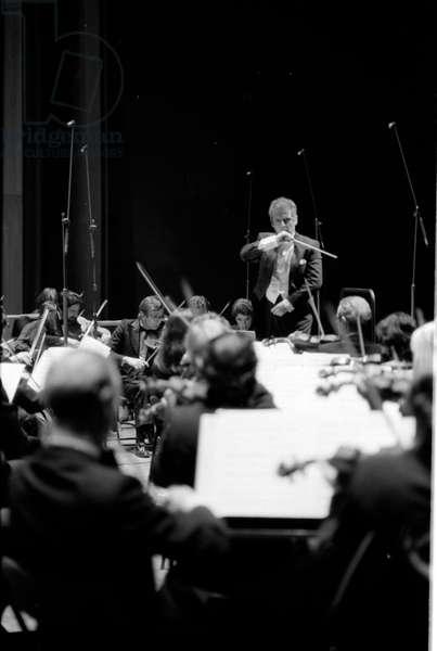 Daniel Barenboim conducting Orchestre de Paris