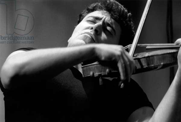 Maxim Vengerov playing violin