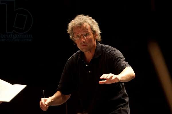 Franz Welser Möst conducting