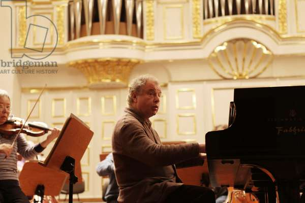 Pianist Andras Schiff playing