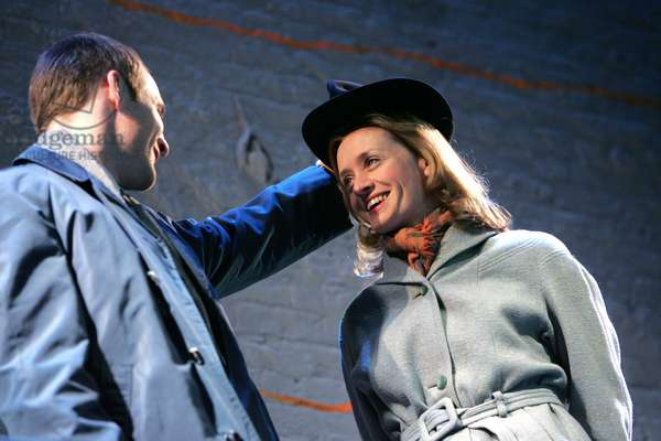 Peter McDonald and Anne-Marie Duff in Days of Wine and Roses at the Donmar Warehouse, 2005 (photo)