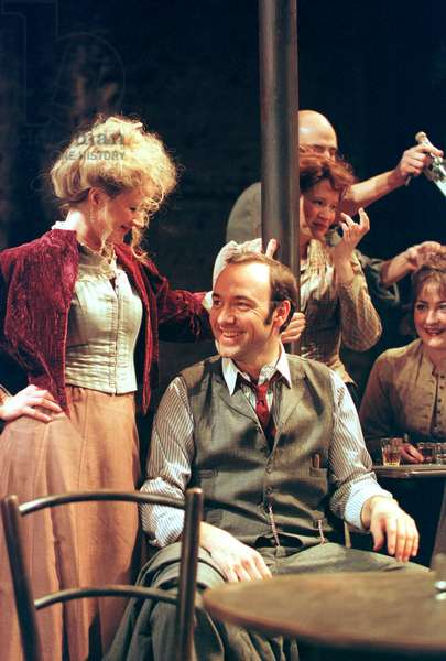 Kevin Spacey (centre) in The Iceman Cometh (photo)