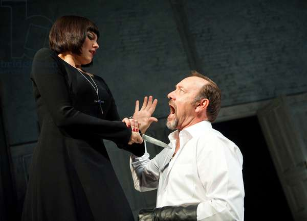 Richard III, by W. Shakespeare, at the Old Vic (photo)