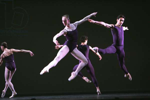 Polyphonia - scene from the mixed programme by the Royal Ballet (photo)