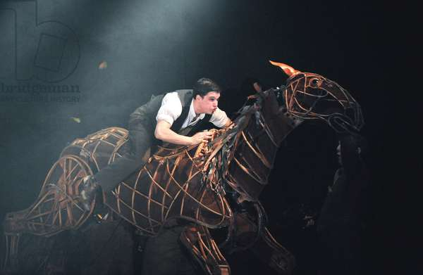 War Horse at New London Theatre, London 2009 (photo)