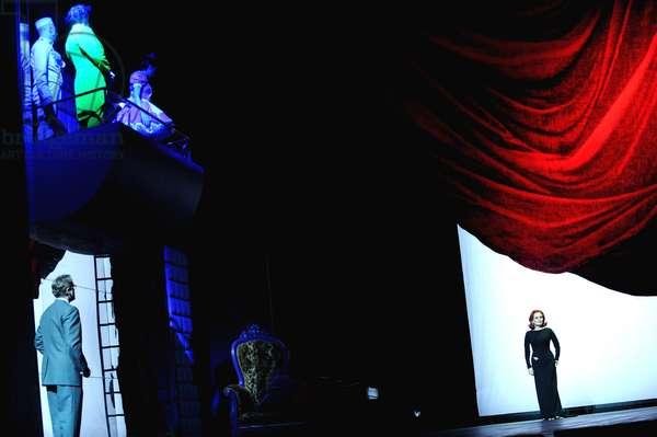 Janis Kelly as Regine (photo)