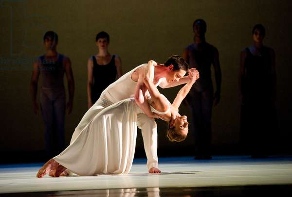 Roses - performed by Rambert Dance Company (photo)