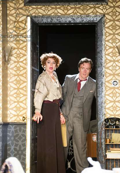 Anna Chancellor (Amanda Prynne) and Toby Stephens (Elyot Chase) in Private Lives by Noel Coward at Minerva, Chichester. Directed by Jonathan Kent. (Opening 28-09-12) (photo)