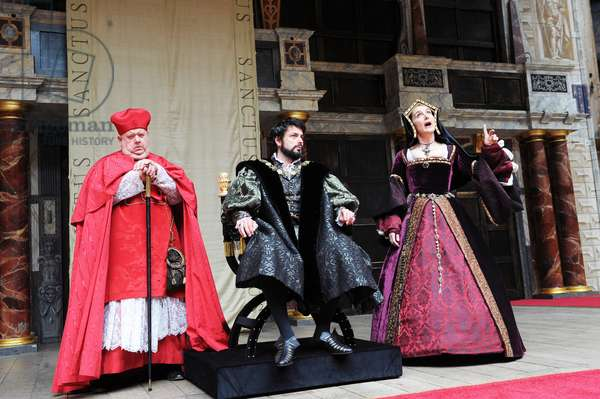 Ian McNeice (Cardinal Wolsey), Dominic Rowan (photo)