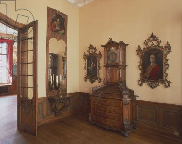 View of the Small Saloon with mid 18th century South German paintings abnd a clock cabinet (photo)