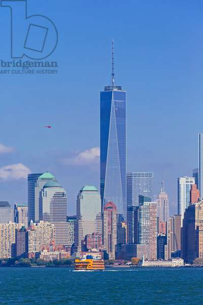 One World Trade Center and in the foreground ithe Staten Island ferry, New York, USA (photo)