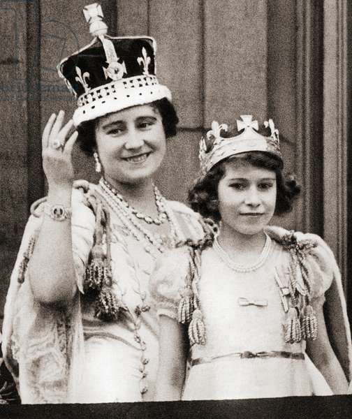 Queen Elizabeth on the day of her coronation in 1936 with her daughter Princess Elizabeth on the balcony of Buckingham Palace, London, England