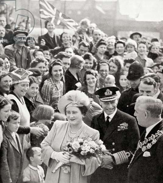 King George VI and Queen Elizabeth on their victory tour of London at the end of WWII in 1945 (photo)