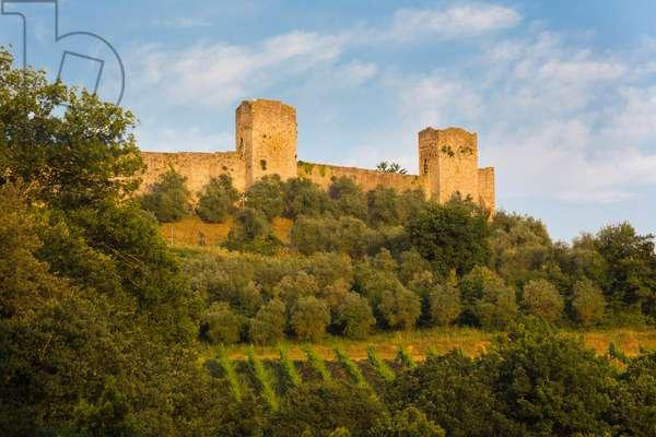 Walled medieval town, Monteriggioni, Italy  (photo)