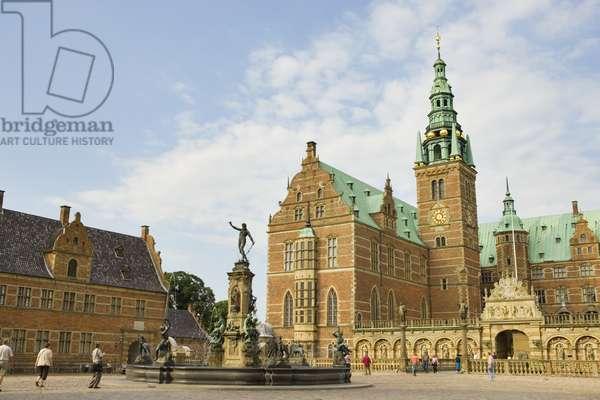 Frederiksborg Castle, Hillerod, Denmark (photo)