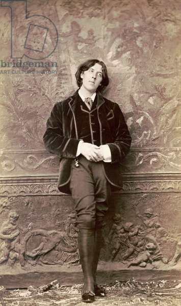 Oscar Wilde, early 1880s (photo)