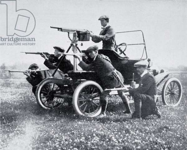 Members of the Ulster Volunteer Force with mobile machine gun, photographed in 1914 during the Home Rule Crisis.  From  La Esfera, 1914.