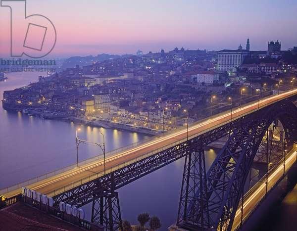 View of the Luis I Bridge (photo)