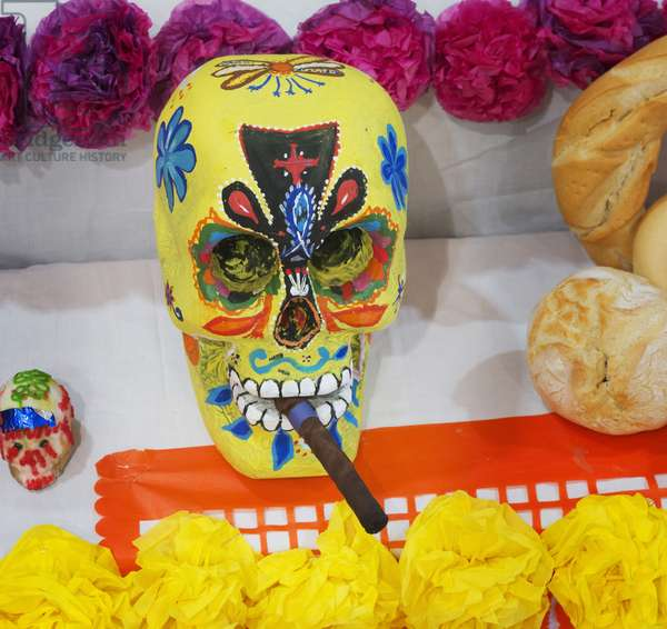 Mexican Day of the Dead figures. (photo)