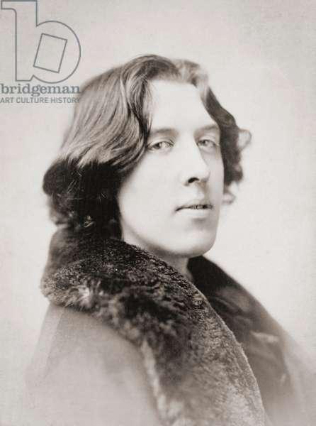 Oscar Wilde, early 1880s (b/w photo)