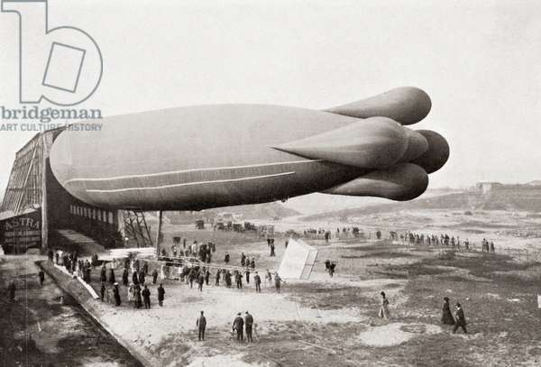 A Clément-Bayard Airship in 1909.  From The Wonderful Year 1909