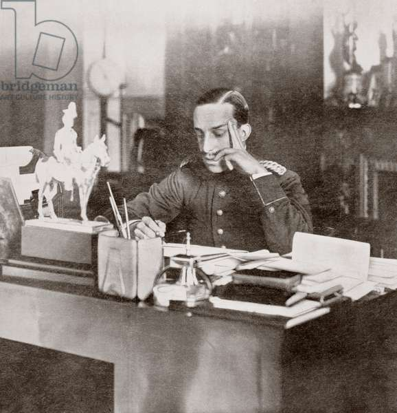 King Alfonso XIII of Spain at his desk in 1915.  From  La Esfera, 1915.