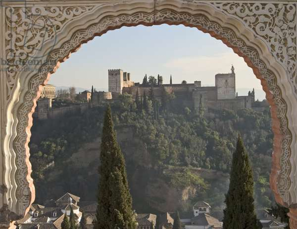 View across Albaicin to La Alhambra (photo)