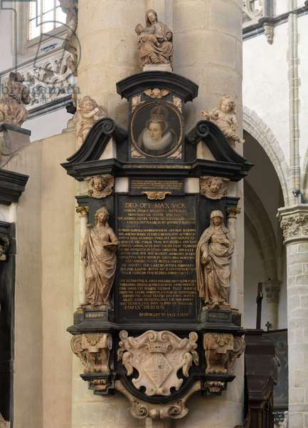 Monument of Mary Stuart (photo)