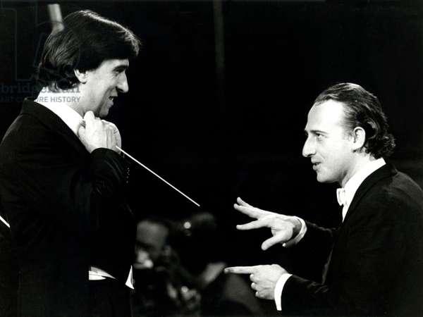 Claudio  Abbado discussing