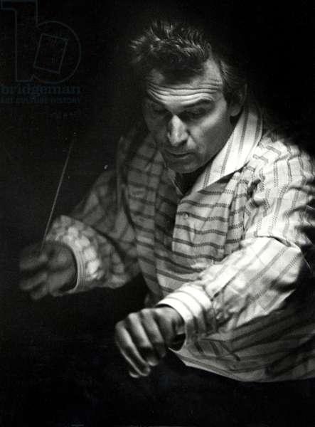 Rudolf Kempe conducting at