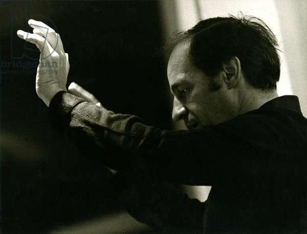Pierre Boulez conducting in