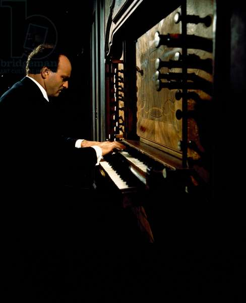 Karl RICHTER at the organ. German organist and conductor. 15 October 1926 - 15 February 1981.