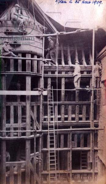 The 'Gothic Screen' being constructed in the courtyard of the Gloriette at Leeds Castle, c.1926 (b/w photo)