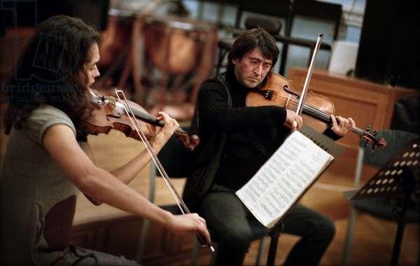 Yuri Bashmet & Alena Baeva Rehearsing Prior to their Concert at The Sverdlovsk Philharmonic (photo)