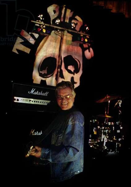 Mick Green 2 the Pirates the Pirates on Stage Clarendon Hall Twickenham (photo)