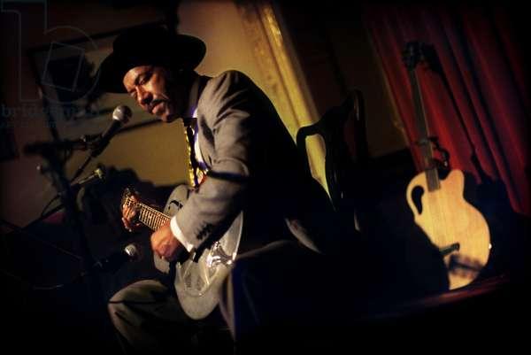 Michael Roach performing at the Kalamazoo Klub