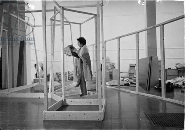 Hélio Oiticica in his studio  (1937-80) (b/w photo)