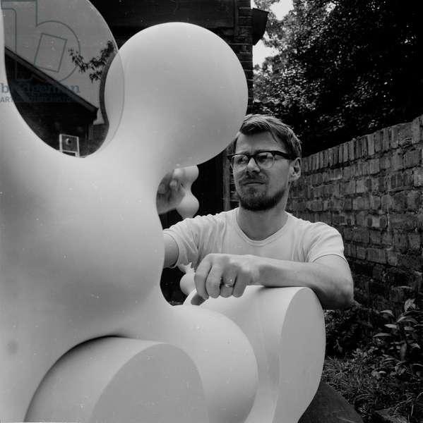 William Tucker, 1964 (b/w photo)