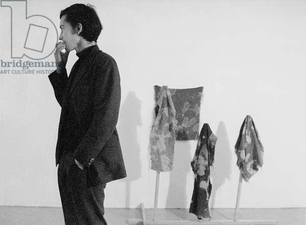 Barry Flanagan, 1970 (b/w photo)