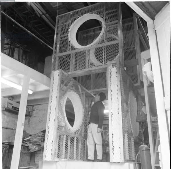 Barbara Hepworth, Walk Through with George Wilkinson in the Palais workshop, November 1966 (b/w photo)
