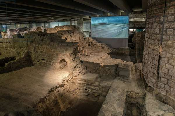 Crypte archeologique du parvis Notre-Dame, anciens bains publics 10/07/2017