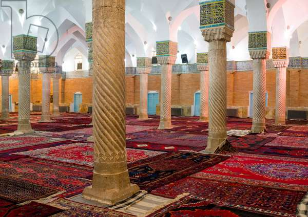 Dar Ol Ehsan Mosque Columns, Sanandaj, Iran, 2013 (photo)