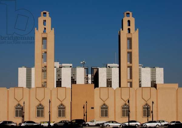 Modern Mosque in Riyadh, Saudi Arabia (photo)